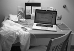 Spartan work space at the Econo Lodge - © 2009 Brian Pawlowski